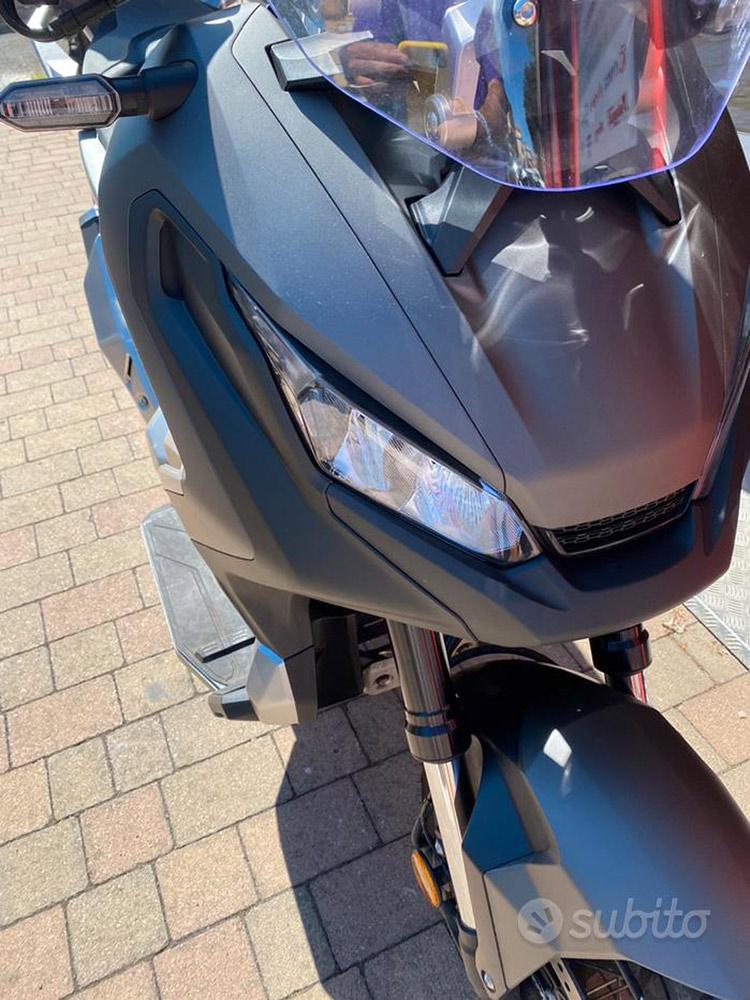Costantini Moto Honda X-adv 750 Abs 2019 Dettaglio Faro Dx