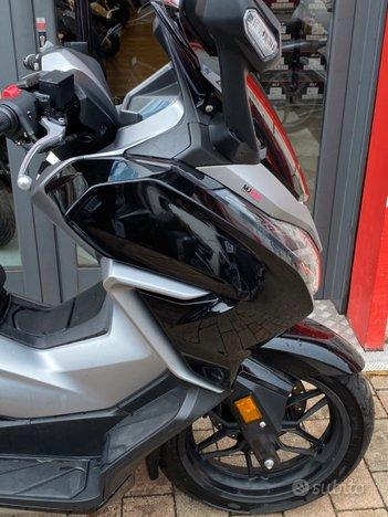 Costantini Moto Honda Forza 300 Fianco Anteriore