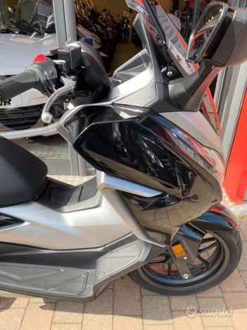 Costantini Moto Honda Forza 300 Laterale Anteriore