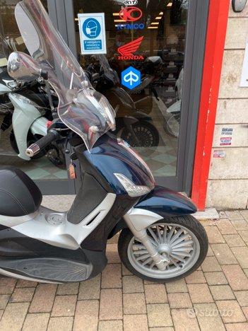 Costantini Moto Piaggio Beverly 300 Blu Laterale Anteriore
