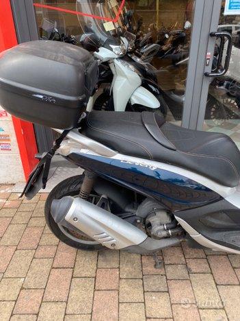 Costantini Moto Piaggio Beverly 300 Blu Laterale Posteriore