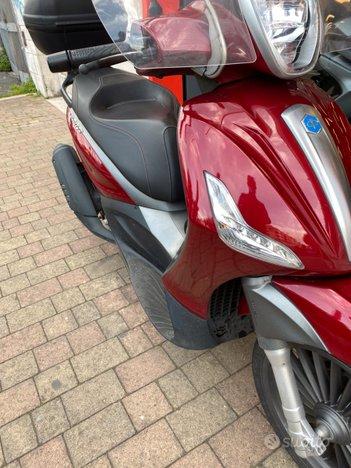 Costantini Moto Piaggio Beverly 300s Rosso Corallo Destra