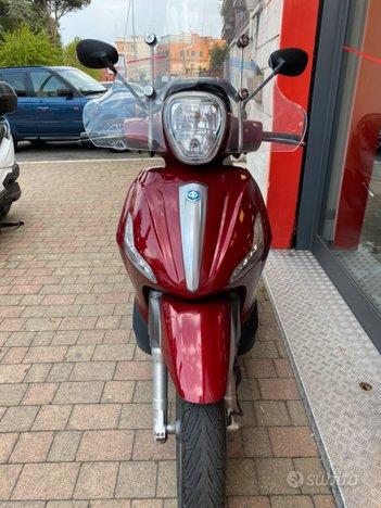 Costantini Moto Piaggio Beverly 300s Rosso Corallo Frontale