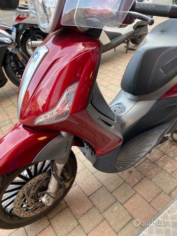 Costantini Moto Piaggio Beverly 300s Rosso Corallo Sinistra
